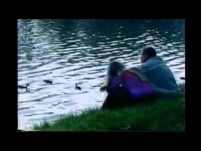 Рекламная заставка (ТВЦ, 2004-2006) Парень и девушка на берегц