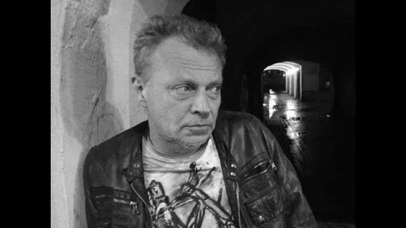 Сергей Калугин на площадке экспериментальной поэзии Холин и Лелеин