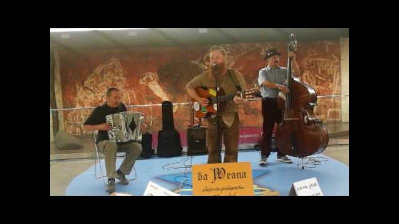 Straßenmusik in Wien (U- Bahn Stars - Da Weana)