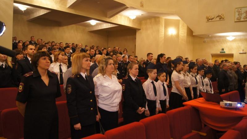 Выступление клуба Юный друг полиции на торжественном мероприятии посвященном Дню сотрудника ОВД