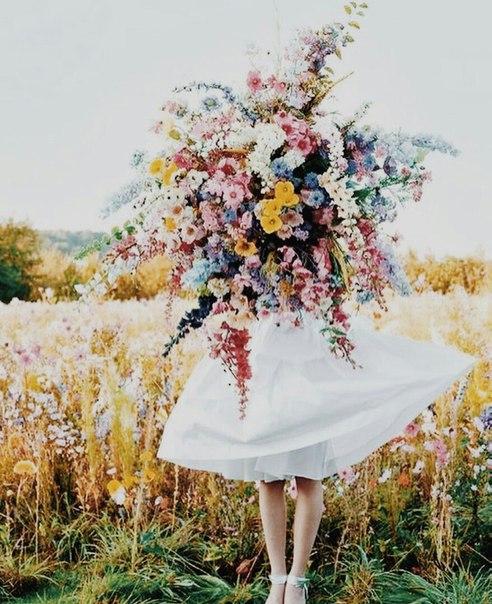 Прекраснее весны может быть только молодость и любовь.  © Стивен Кин