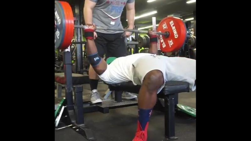 Кевин Оук - жим лежа 211 кг на 4