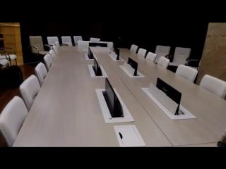 Моторизованное крепление монитора в столе.