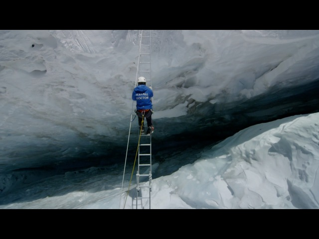 Crossing Everest's deadly slopes: Earth's Natural Wonders: Living on the Edge - BBC One