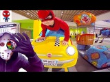 Малыш Человек-Паук и Хулиган на аттракционах Spider-man is driving a car Spiderman vs Hooligan