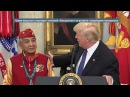 Трамп пошутил о сенаторе с кличкой «Покахонтас» на встрече с индейцами ветерана...