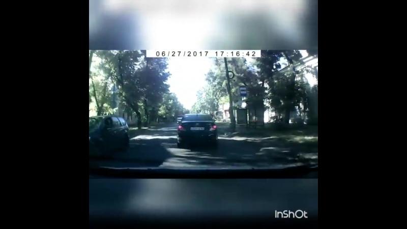 «Акробатическим кульбитом» закончилось столкновение девочки и иномарки на дороге Таганрога
