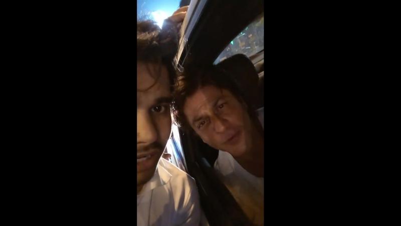 A Lucky Fan in Kolkata Got SRK's Best Wishes