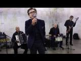 Валерий Сюткин выступает в московском метро