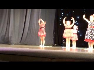 Внученька танцует!