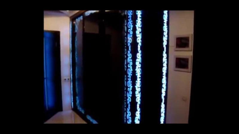шкаф-купе с подсветкой пескоструйного рисунка на зеркале.