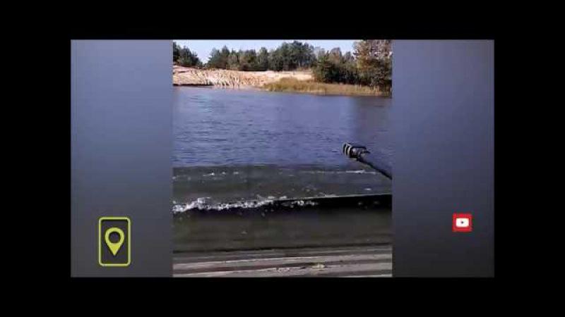Фиаско ВСУ: бойцы утопили БМП (The fiasco of the Army of Ukraine: the men drowned fighting machine)