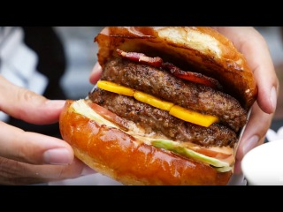 One of The BEST Burgers in Bangkok - Daniel Thaiger Food Truck!
