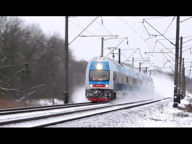 Снежная завеса Встреча электропоездов EJ675 Skoda и ЭР9м