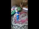 сына танцует