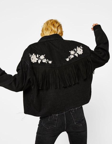 Джинсовая куртка с вышивкой и бахромой