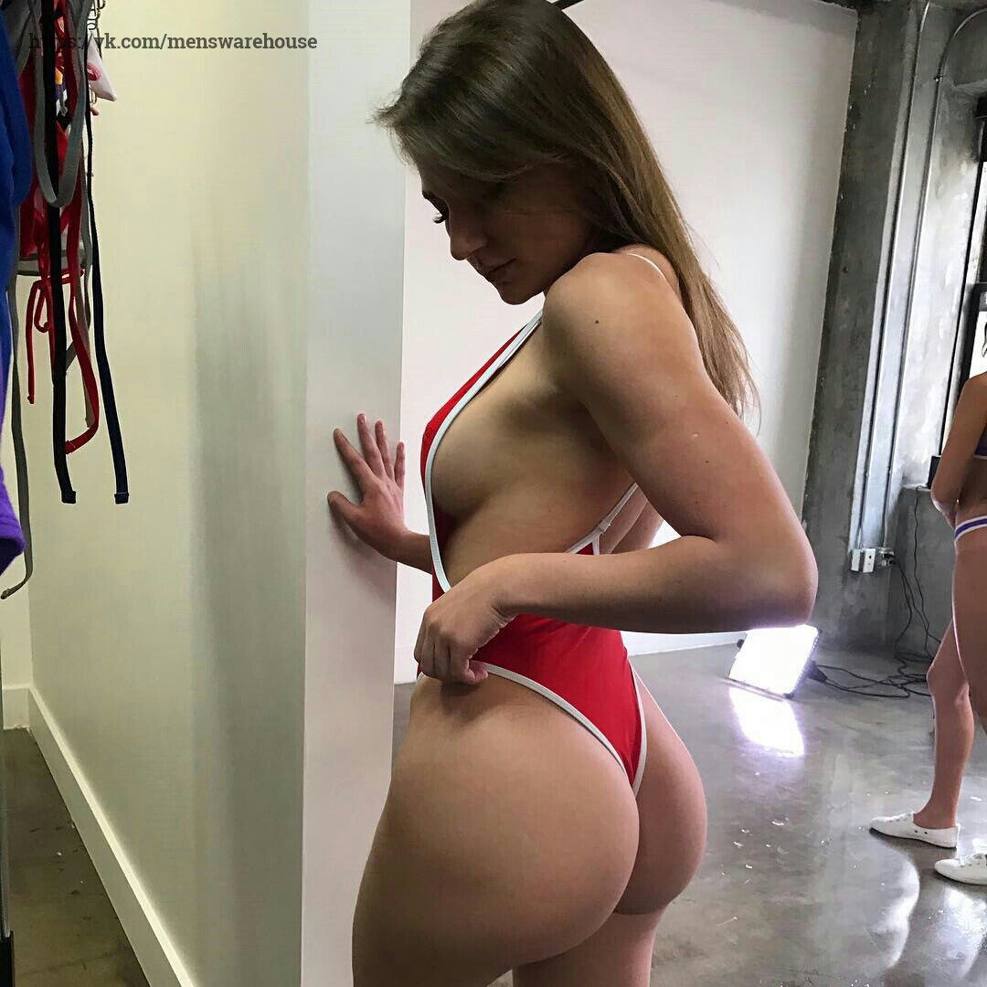 Free DOWNLOAD Smoking Marione Shows Giant Juggs