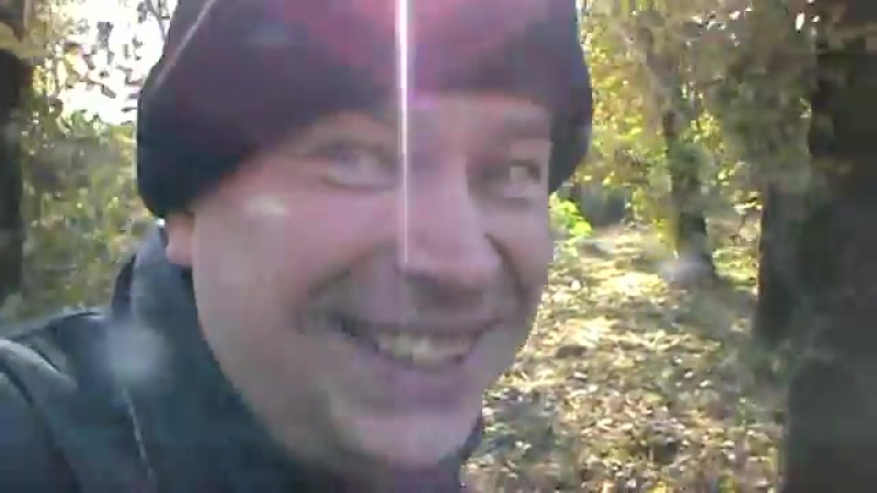Секретный агент Геннадий Горин снял видео среди деревьев женщину