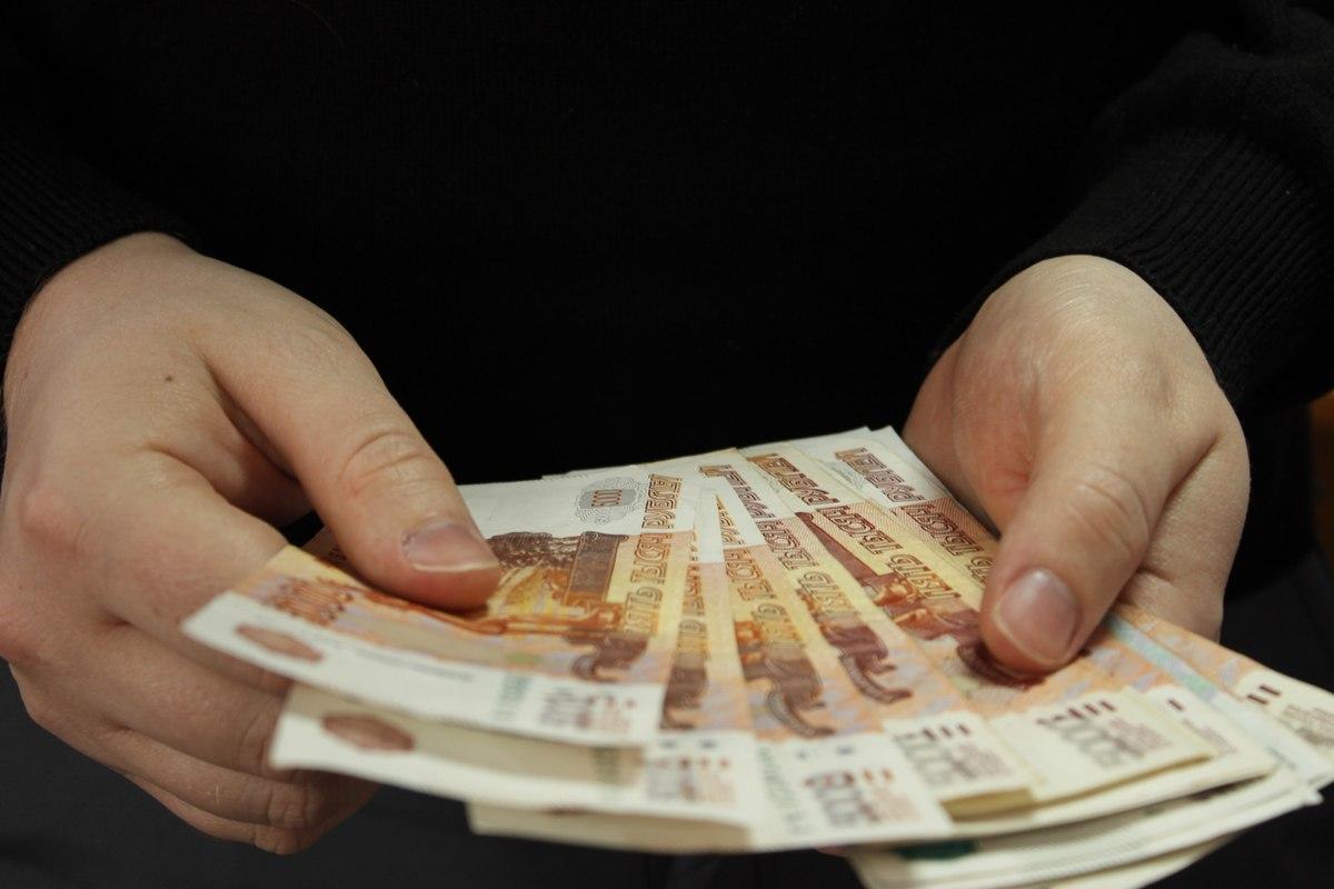 Директор школы в Адыге-Хабльском районе получал зарплату за несуществующего работника более 7 лет