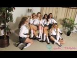 Девочки школьницы показывают свои обалденные сиськи (стриптиз, большие сиськи)