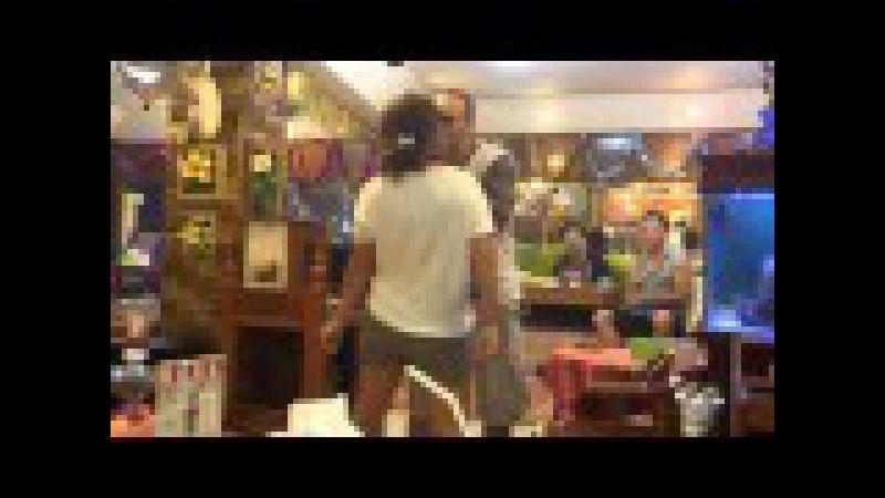 Руссо туристо в индийском кафе