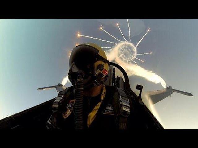 Фигуры высшего пилотажа,вид из кабины истребителя,дозаправки в воздухе.