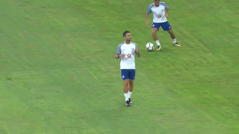 Cesc warming up in the Bird's Nest...