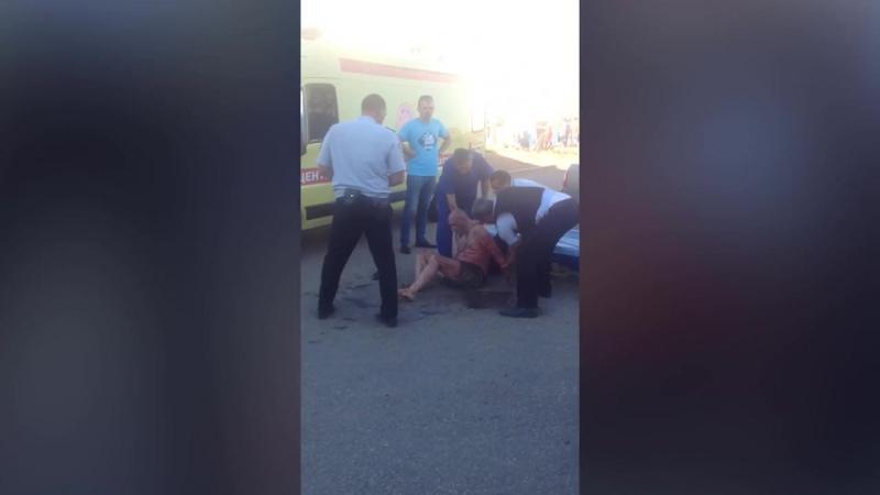 В Астрахани задержали вооруженного мужчину, подозреваемого в убийстве маленькой девочки.