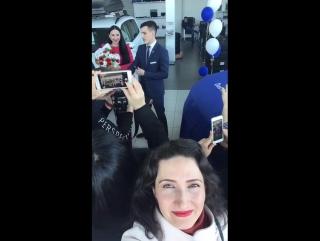 Вручение автомобиля за хорошую работу) А вам слабо?!)))