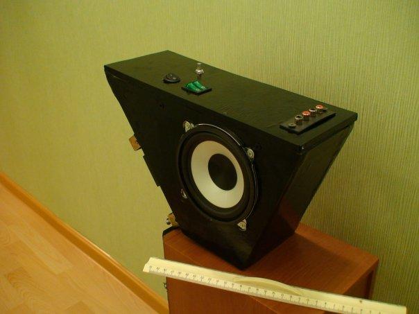 ...для сабвуфера 15Вт; - Динамик 4,5 дюйма; - Усилитель для каналов 2*20Вт; - Пассивный фильтр-сумматор для.