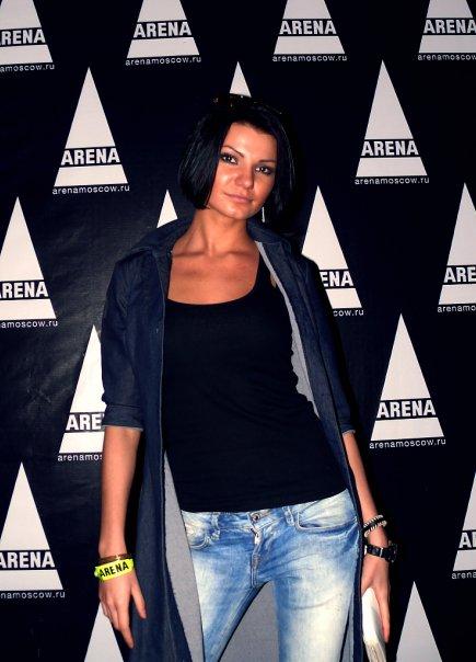 Victoria Che in da club ARENA