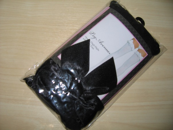 Thigh highs with ribbons and bows packaging