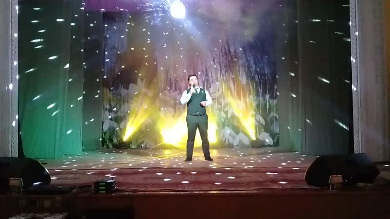 На сцене Государственной филармонии Заслуженный артист КЧР Ачар Меремкулов