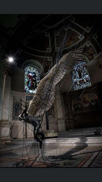 Статуя Люцифера в церкви Святой Троицы в Мэрилебон, Вестминстер, Лондон