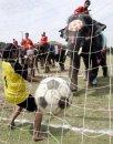 В Тайланде прошел чемпионат мира по футболу на слонах.