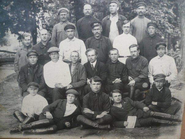 Третий справа, второй ряд снизу - Грузин Григорий Федорович