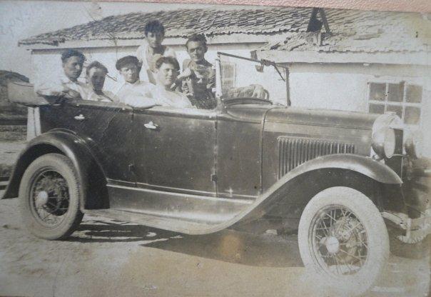 Третий слева - Грузин Григорий Федорович. Один из первых автомобилей (кабриолет)