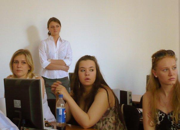 http://cs730.vkontakte.ru/u725918/94024638/x_78403a4c.jpg