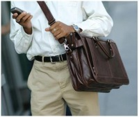 Кожаная сумка - часть стиля современного мужчины.