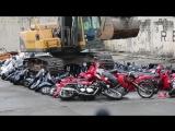На Филиппинах уничтожили более 100 мотоциклов и скутеров.