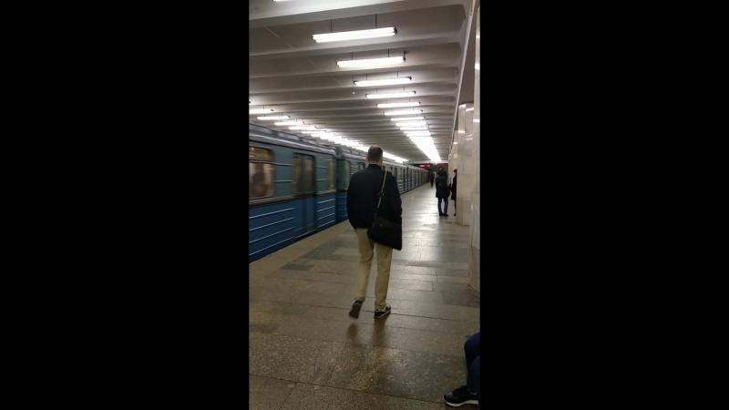 ЕЖ3 ЕМ508Т отправляется со станции Полежаевская