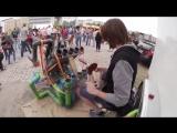 Самые необычные инструменты уличных музыкантов
