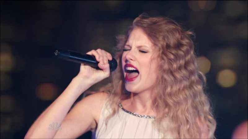 Taylor Swift - The Story Of Us (Live at Spin Magazines Rooftop, New York, NBC Thanksgiving Special 2010)