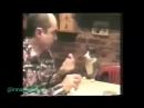 Кот общается с глухонемым хозяином жестами
