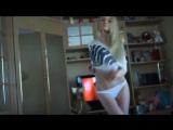 блондинка танцует в белых трусиках видео что