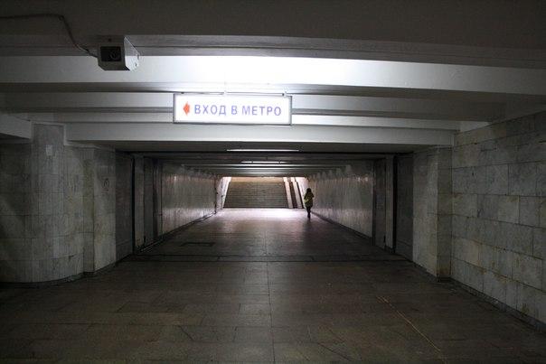 Подземный переход с гермодверью. Всегда было интересно как они работают. В Москве их планово проверяют и закрывают.  1—5 января 2018