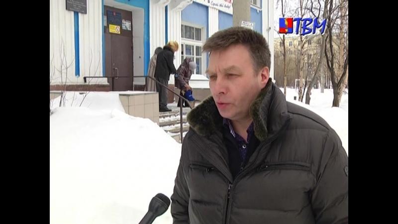 В час дня на своем избирательном участке в вечерней школе проголосовал глава города Дмитрий Староверов.