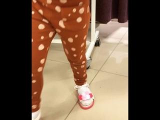 Выбор сменной обуви в ТРЦ МАКСИ