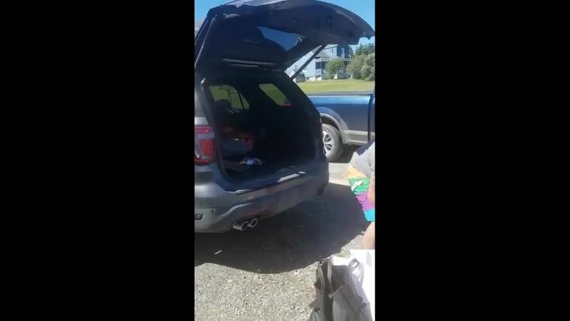 Когда решил купить машину с функцией открывания багажника взмахом ноги