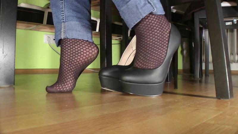 Schoolgirl Posing In Shoes And Pantyhose Школьница Позирует В Колготках И Туфлях HD » Freewka.com - Смотреть онлайн в хорощем качестве